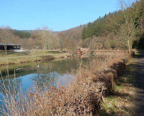Heilbachsee mit Angelhütte