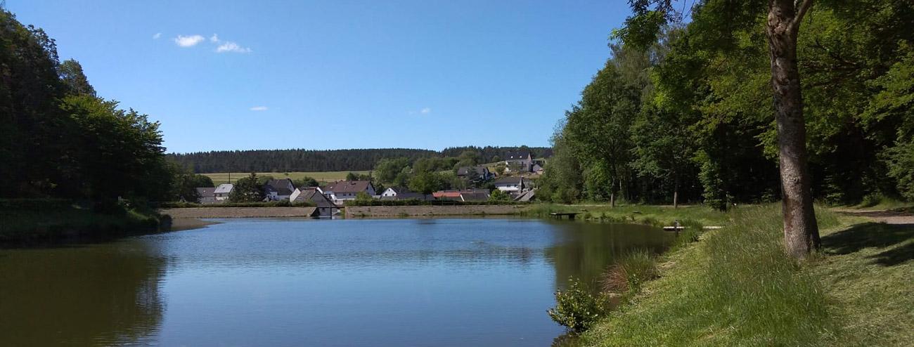 Heilbachsee mit Blick auf Gunderath